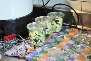 eingemachte Zucchini im Weckglas